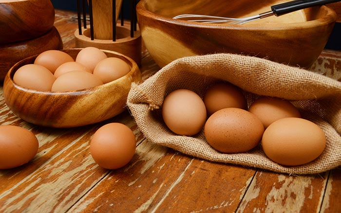 5. Egg And Henna For Hair