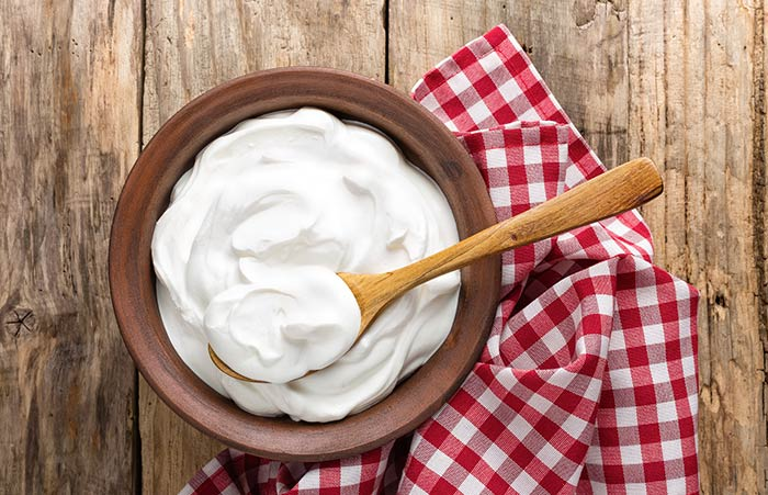 6. Curd And Henna For Hair