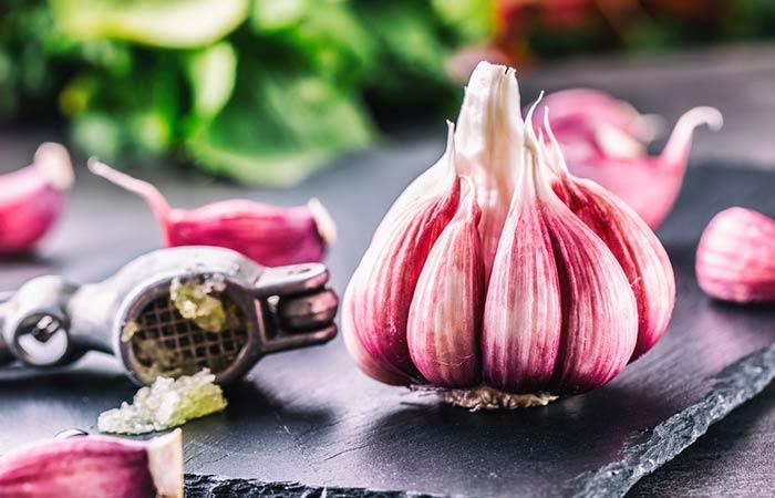 6. Garlic For Scalp Psoriasis