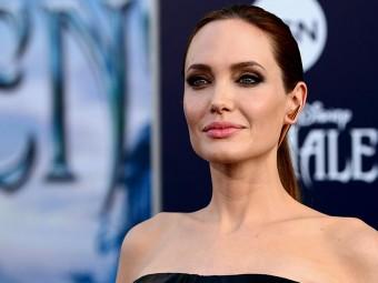 6183_Angelina's-Makeup,-Beauty-And-Fitness-Secrets-Revealed