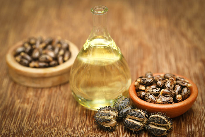7. Castor Oil And Henna For Hair