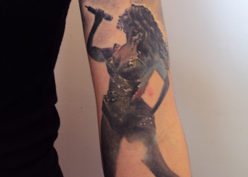 beyonce singing tattoo