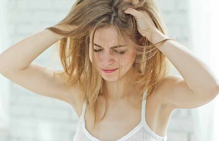 Coconut-Oil-For-Dandruff-Control-In-5-Effective-Ways 5