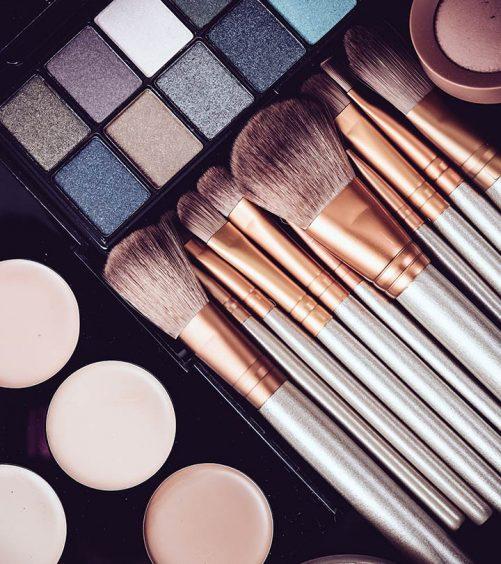 Kareena-Kapoor-Inspired-Eye-Makeup---2-Step-By-Step-Tutorials-With-Images