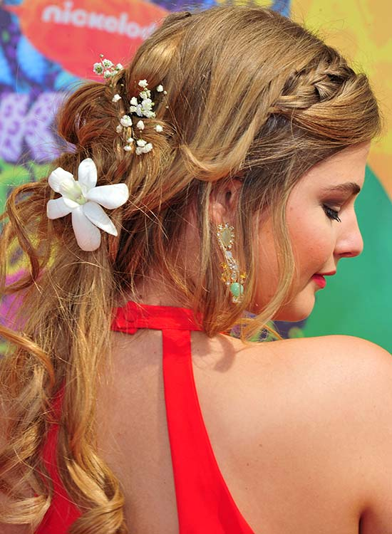 Loose Wavy Hairdo with Braid and Spiral Ends