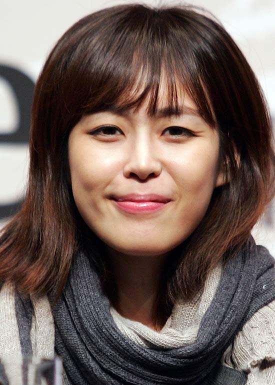 50 korean hairstyles that you can try right now medium wavy bob urmus Images