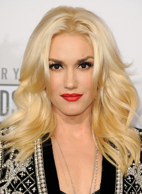 50 red carpet hairstyles 1 middle parted soft waves with outward layers solutioingenieria Image collections