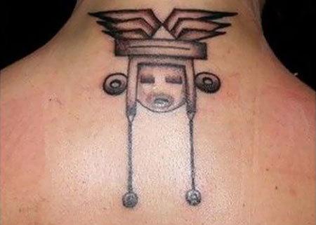 Tatuaggio minimalista del capo azteco