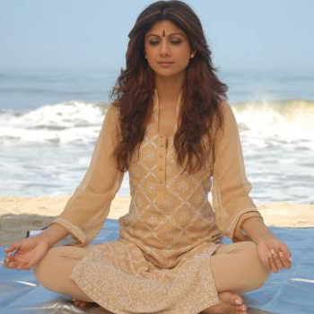 Shilpa-Shetty-Yoga