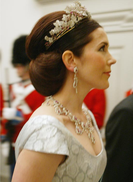 Magnificent 50 Bridal Hairstyle Ideas For Your Reception Hairstyles For Women Draintrainus