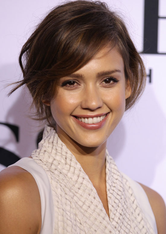 Wavy-Bob-with-Side-Fringe