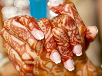 6347_10-Ways-To-Entertain-Your-Guests-During-Mehndi-Ceremony