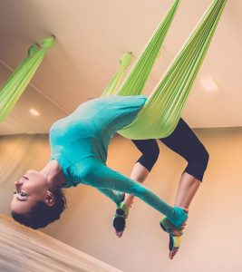 Aerial Yoga – What Is It And What Are Its Benefits?