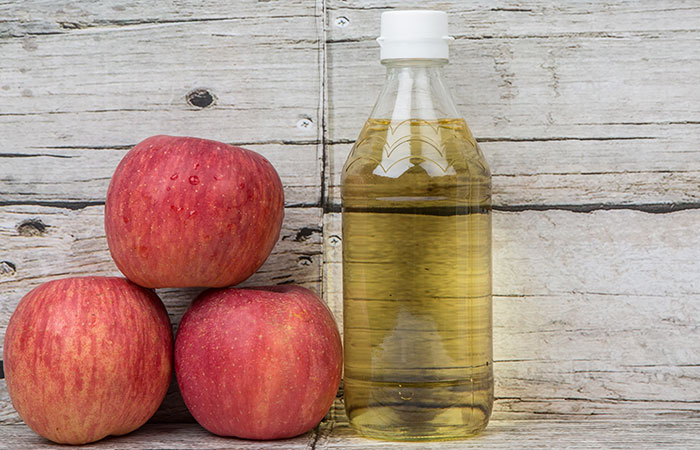 Apple-Cider-Vinegar-And-Baking-Soda-For-Dandruff