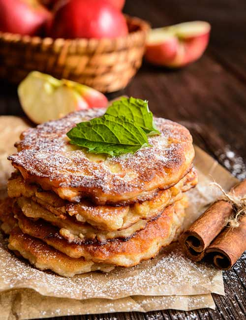 Low-Calorie Breakfast - Apple Curd Low-Cal Pancakes