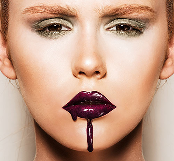 Common Makeup Mistakes And Beauty Blunders - 26. Smearing Lipstick Until It Starts To Bleed