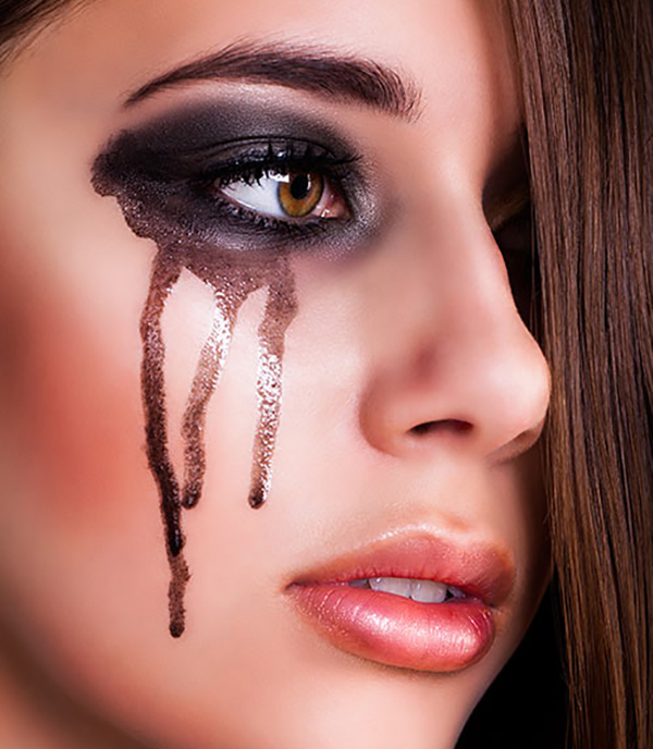 Common Makeup Mistakes And Beauty Blunders - 28. A Runny Eye