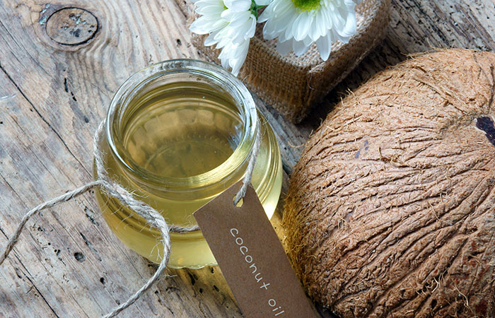 Coconut-Oil-And-Baking-Soda-For-Dandruff
