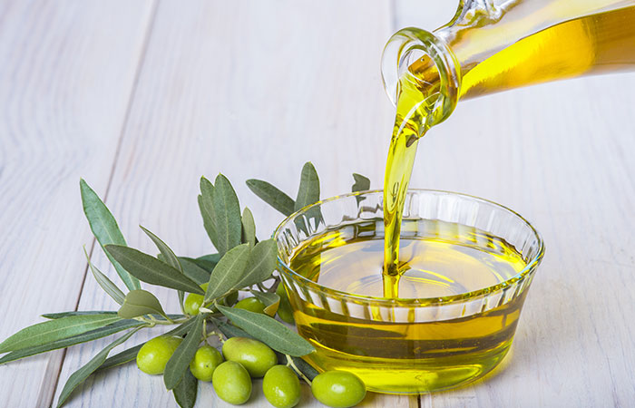 Olive-Oil-And-Baking-Soda-For-Dandruff