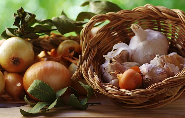 Onion-and-Garlic-Face-Pack-For-Dark-Spots