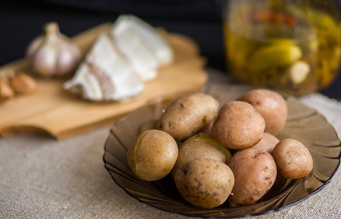Potato-Face-Pack-For-Dark-Spots