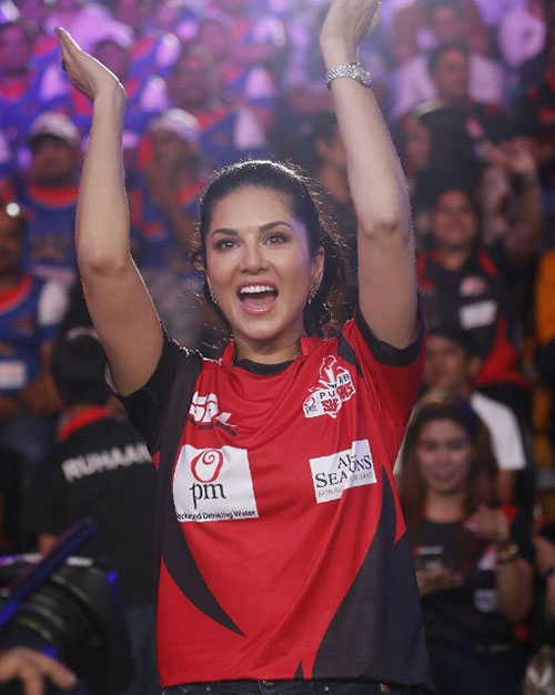 11. At The Stadium: Sunny Leone Without Makeup