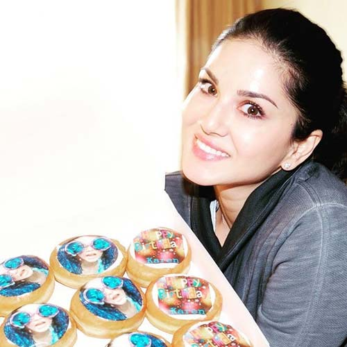 12. The Food Lover Sunny Leone Without Makeup