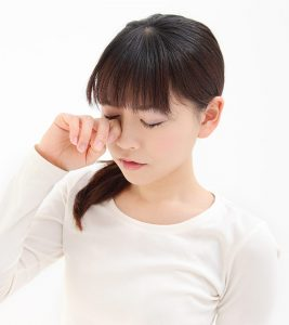 13 Home Remedies For Itchy Eyes + Causes And Prevention Tips