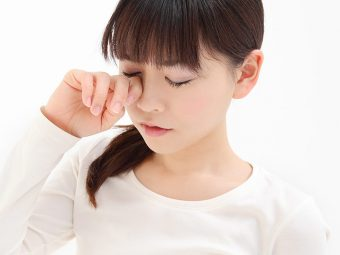 14 Effective Home Remedies For Itchy Eyes + Causes And Prevention Tips