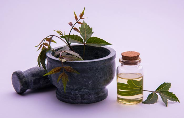 2.-Neem-Oil-For-Hair-Fungus