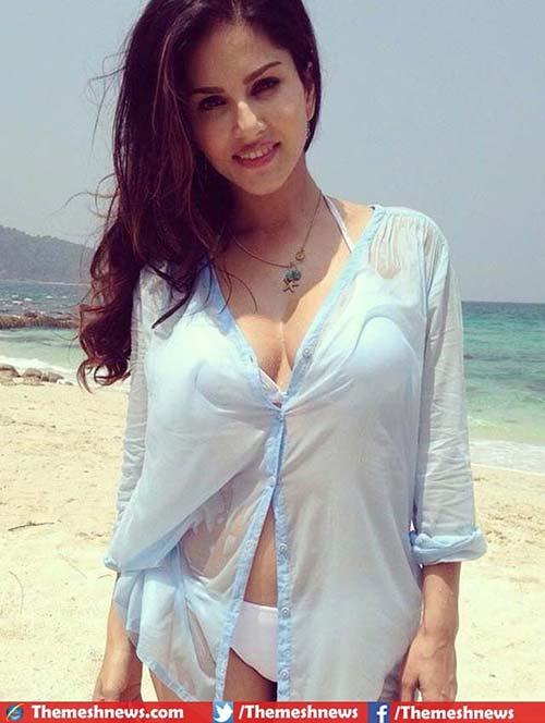 4. Sunny Leone No Makeup Look In Swimwear