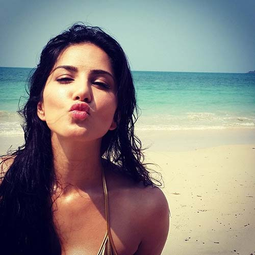 5. At The Beach - Sunny Leone Without Makeup