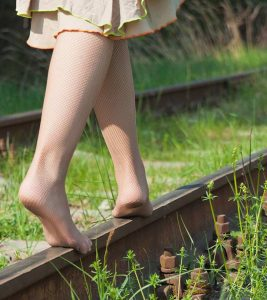 6 Possible Benefits Of Walking Barefoot