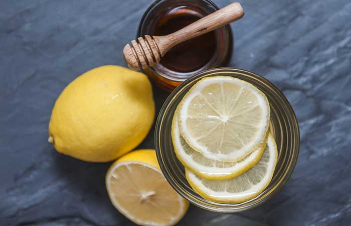 Home Remedies To Treat Food Poisoning - Lemon Juice