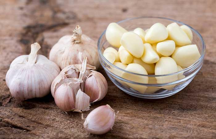 9. Raw Garlic For Laryngitis