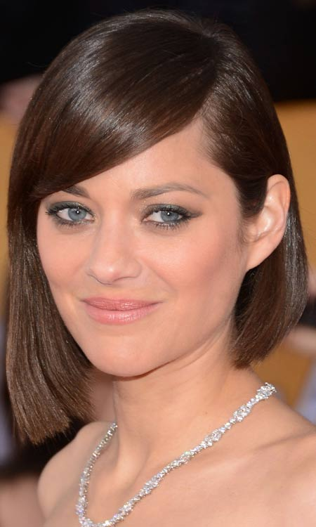 Asymmetric-Bob-with-Sleek-Side-Swept-Bang