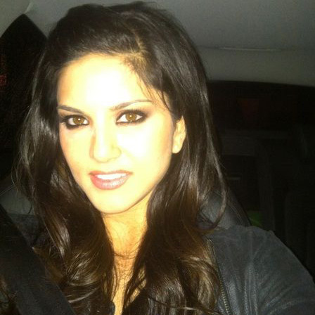 Sunny Leone Without Makeup Caught On Camera