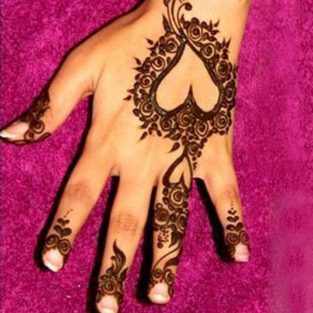 10 most loved heart henna designs to try in 2018 rh stylecraze com henna heart designs simple henna heart designs