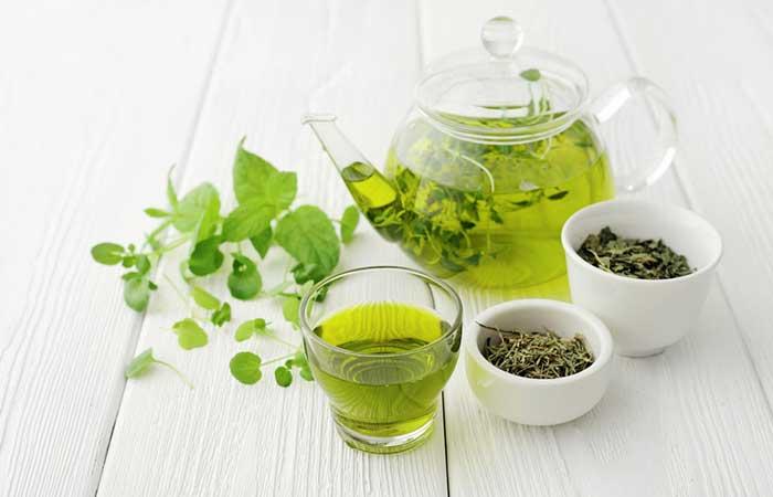 I migliori alimenti che stimolano il metabolismo: il tè verde