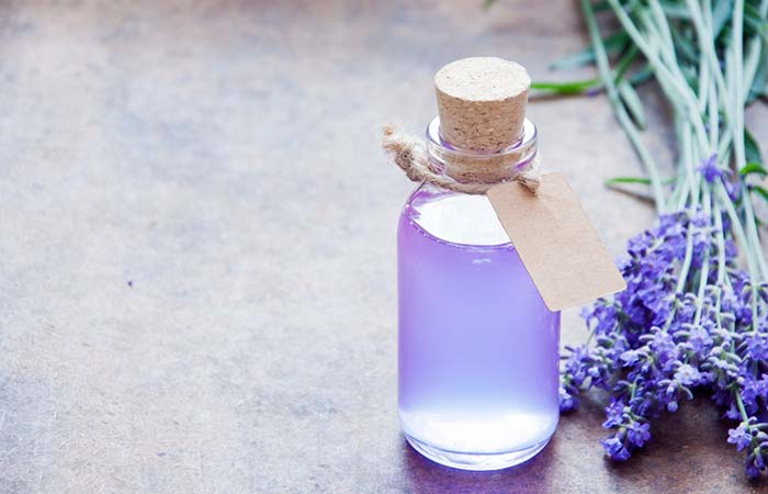 Home Remedies For Itchy Eyes - Lavender Oil