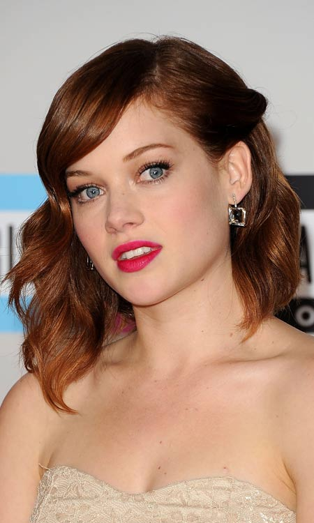 Medium-Length-Wavy-Bob-with-Side-Twist