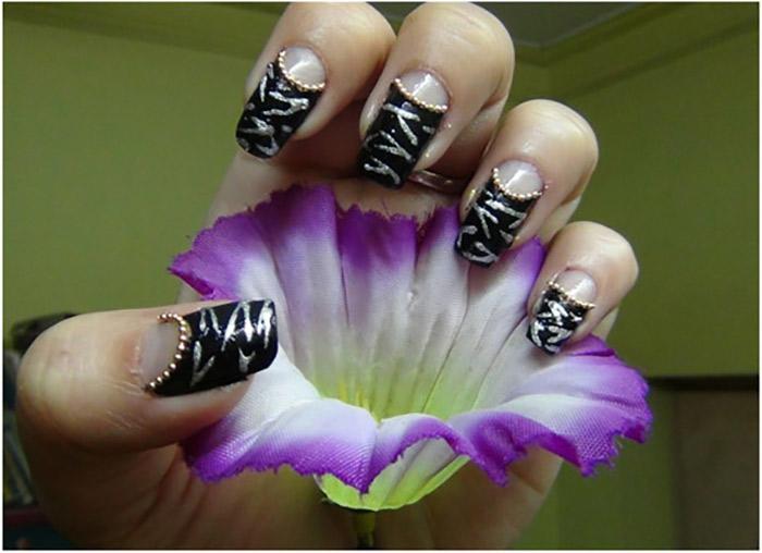 Reverse French Zebra Manicure4