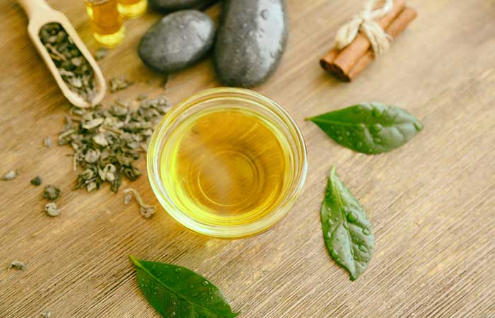 Home Remedies For Itchy Eyes - Tea Tree Oil