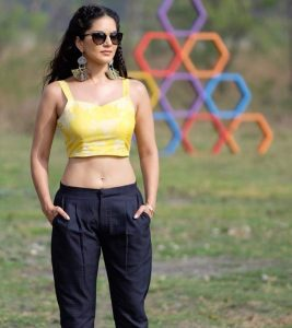 Top 15 Sensational Real Life Pictures of Sunny Leone Without Makeup
