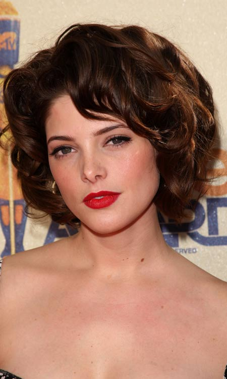 Voluminous-Layered-Bob-with-Textured-Curls