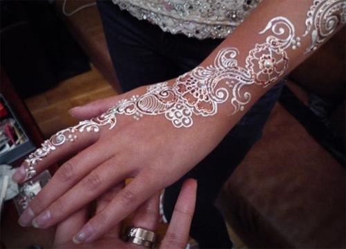 bellissimi disegni di henné bianco due