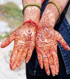10 Amazing Bombay Style Mehndi Designs To Try In 2018