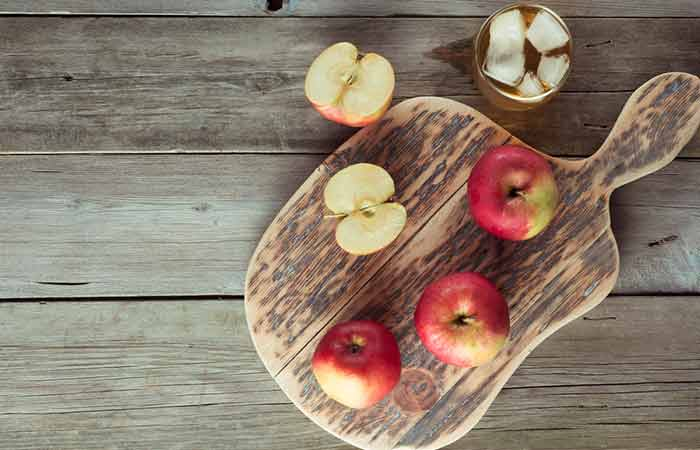 18. Apples