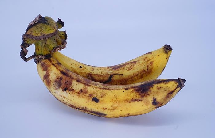 4. Banana And Honey For Glowing Skin