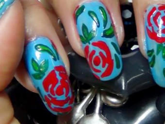 735-Beautiful-Red-And-Green-Nail-Art-Tutorial